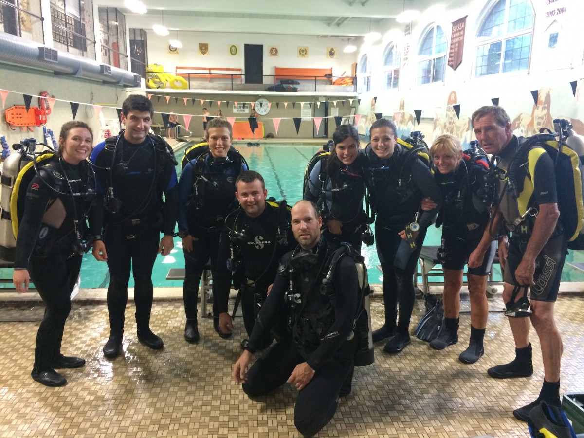 Open Water Students completing their final pool dive on the way to becoming DDS Divers!