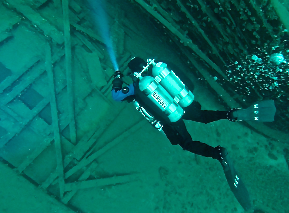 Explore shipwrecks with the right gear and comfort